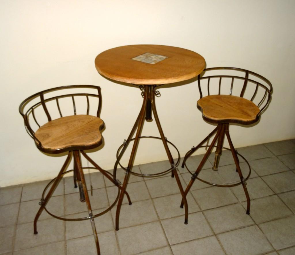 Conjunto mesa, com cadeiras giratórias MF18