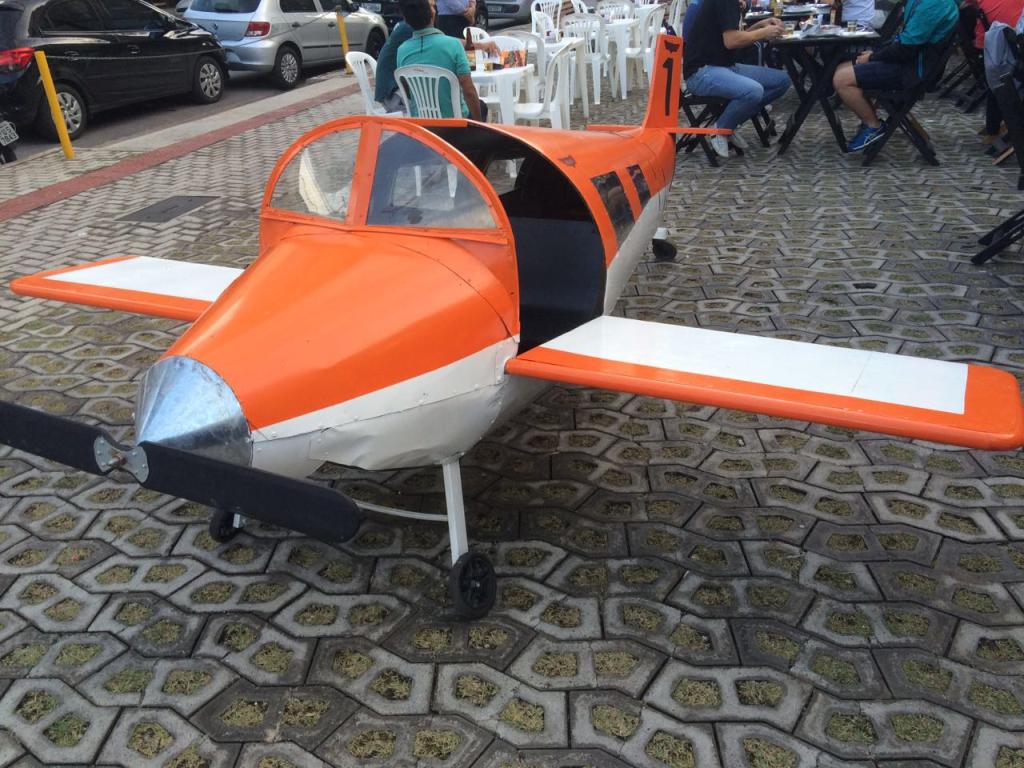 Mini aeronave em ferro MF69