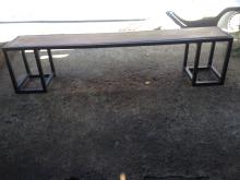 Banco com estrutura em ferro e assento em madeira MF76